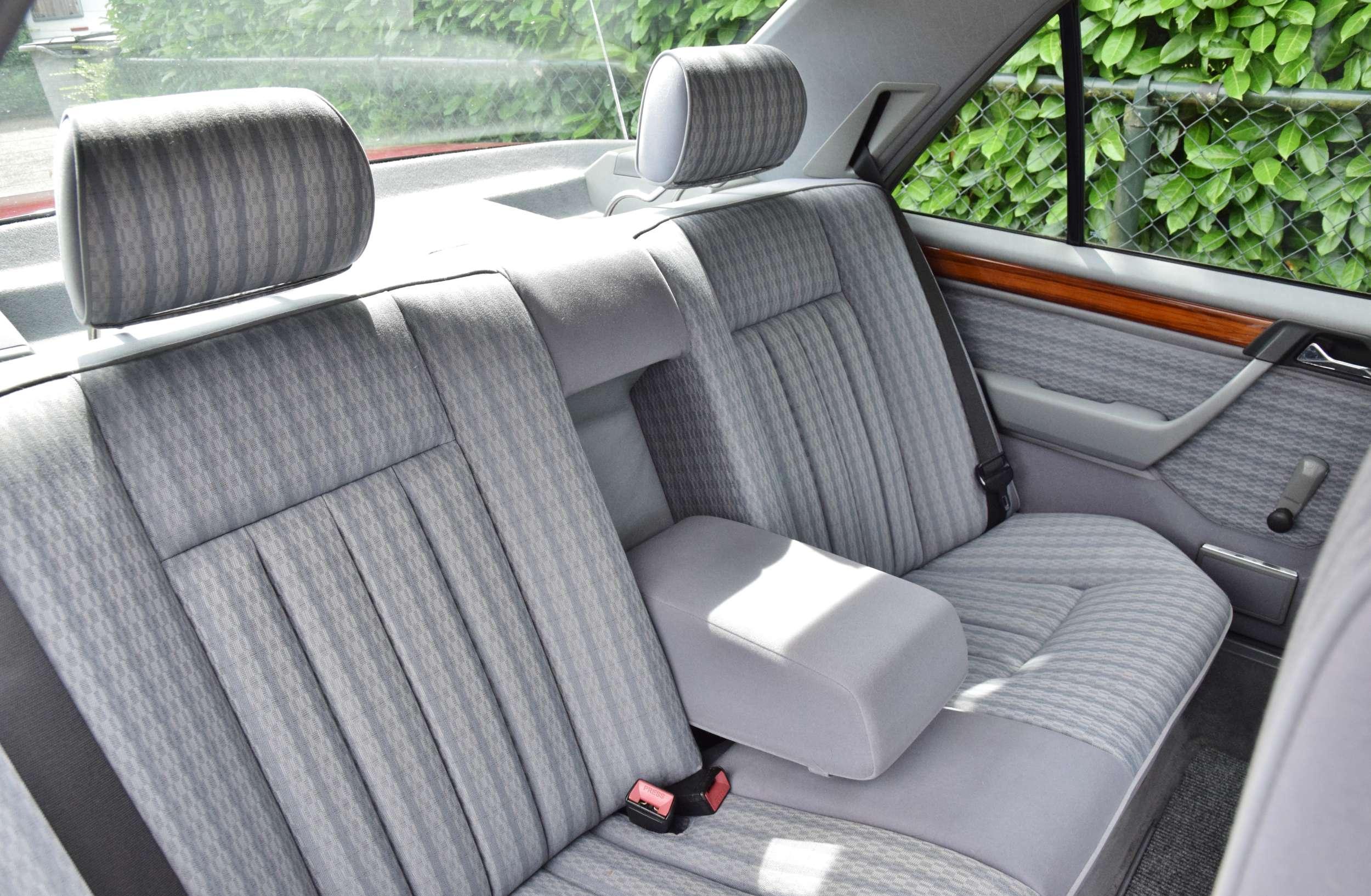 Mercedes 250D 29