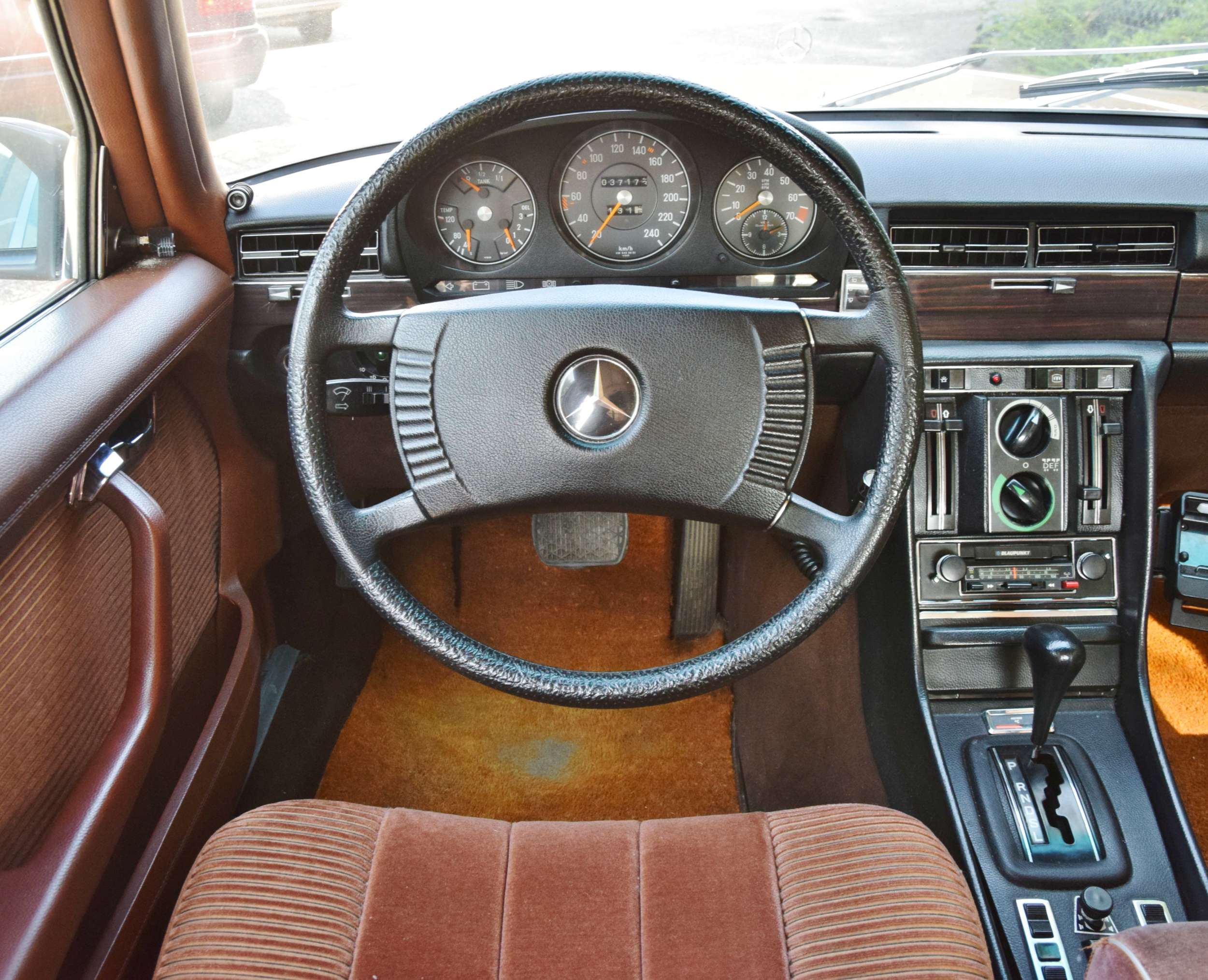 Mercedes 350 SE 13