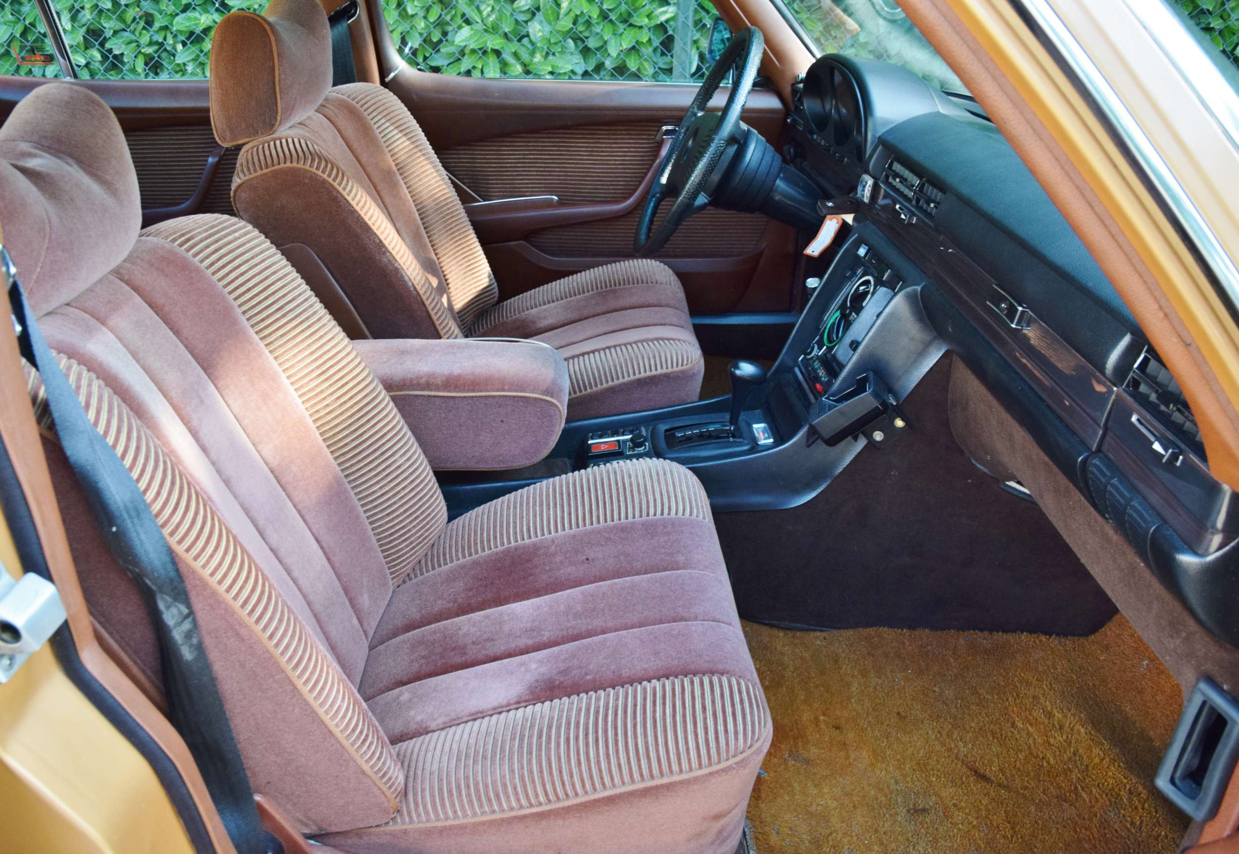 Mercedes 350 SE 26