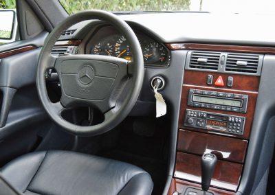 Mercedes E320 17