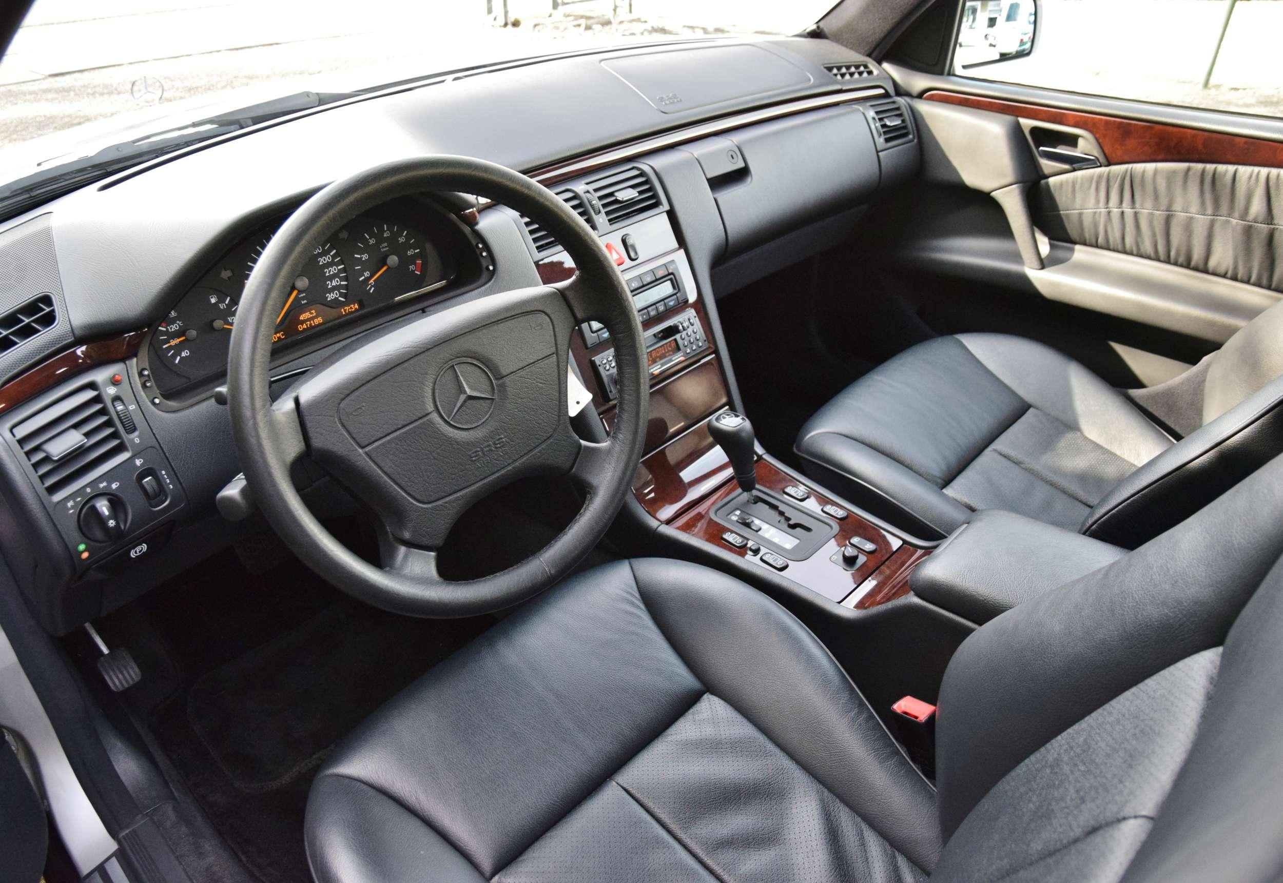 Mercedes E320 18
