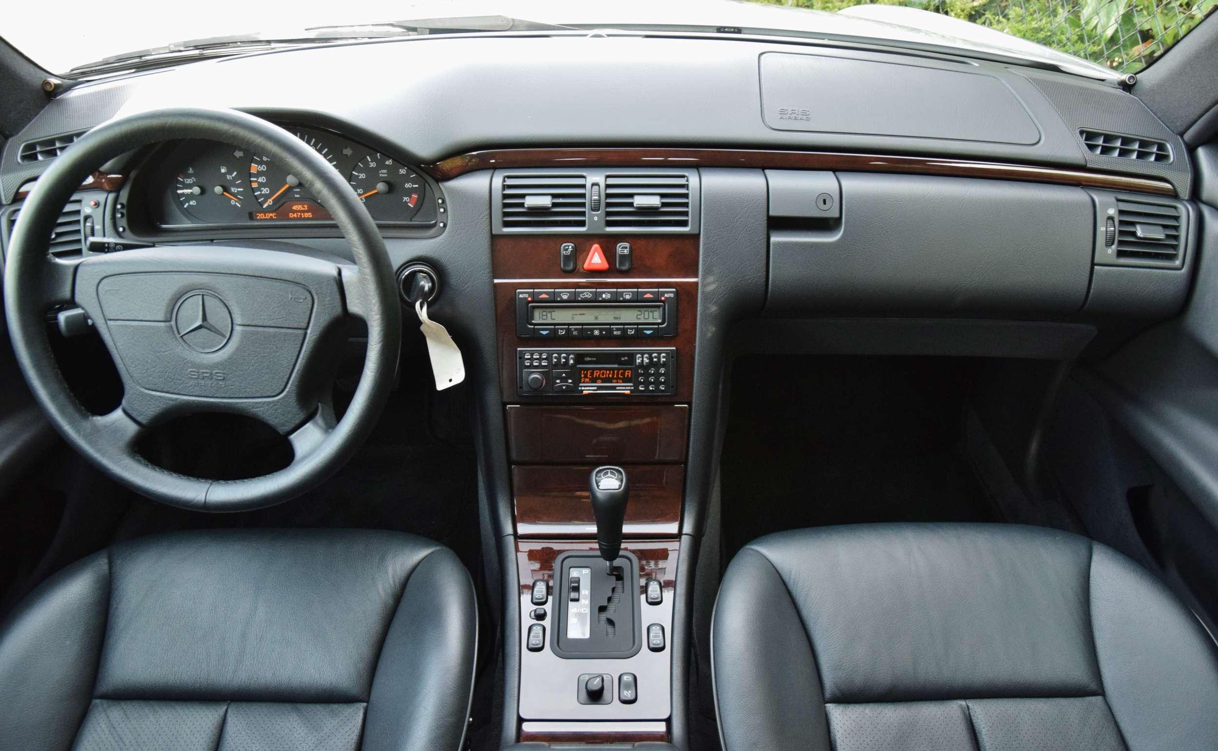 Mercedes E320 29