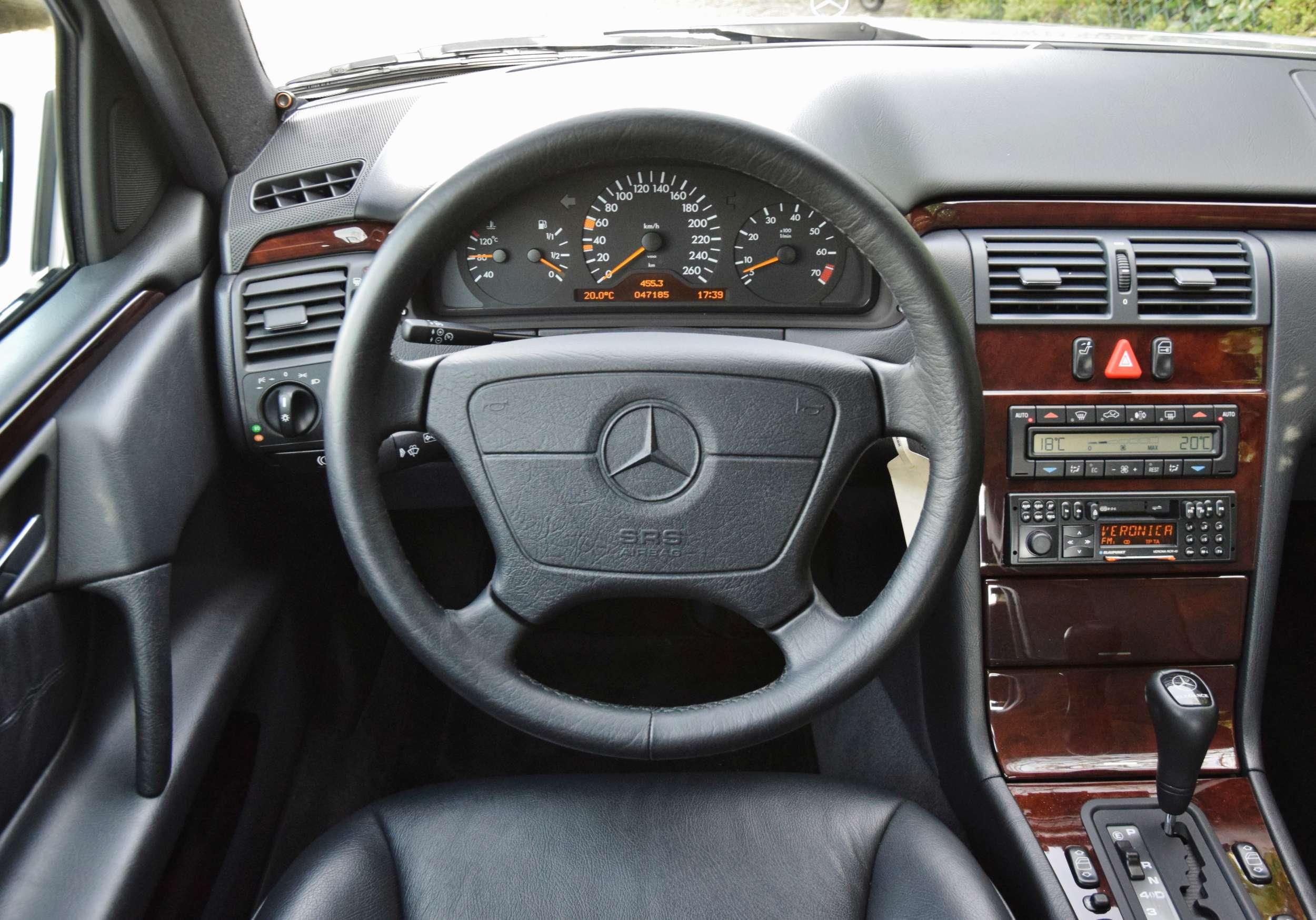 Mercedes E320 30