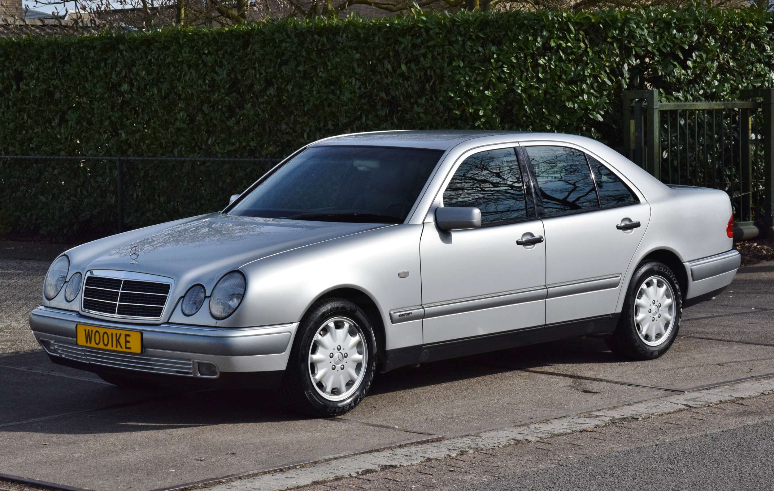 Mercedes E320 31