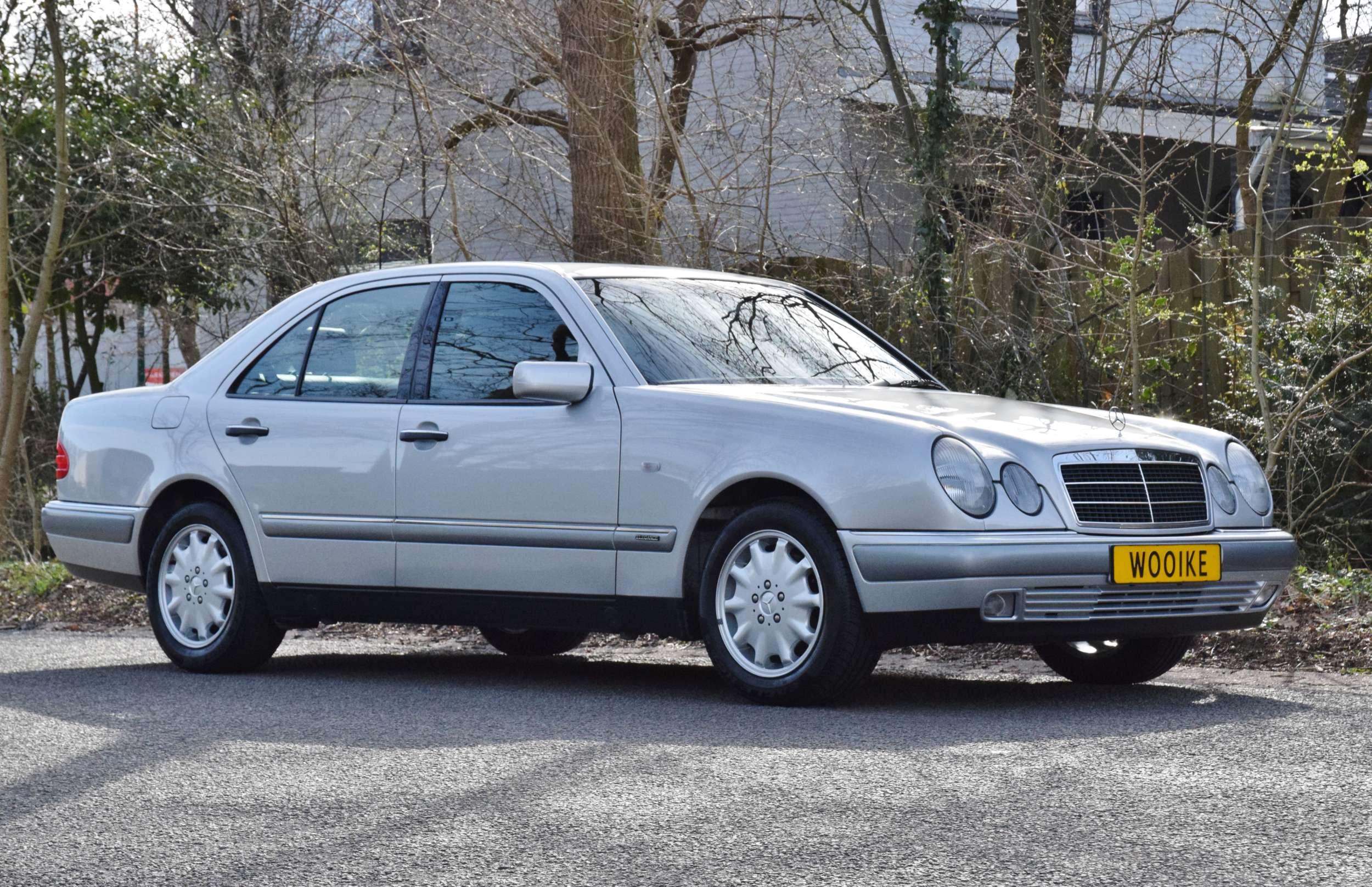 Mercedes E320 36