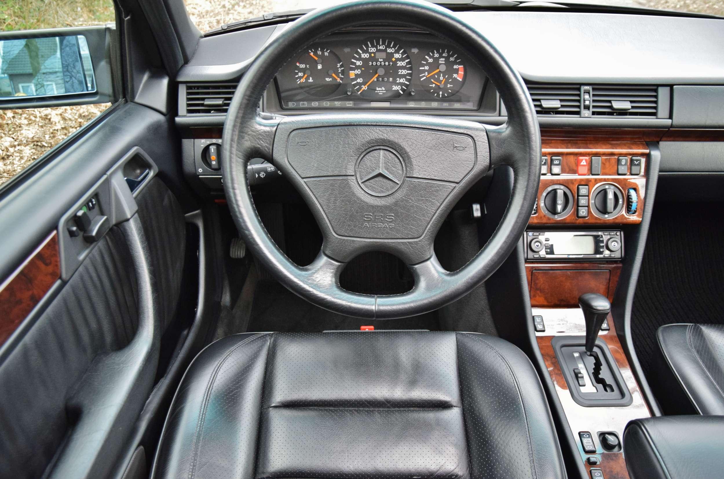 Mercedes E500 24