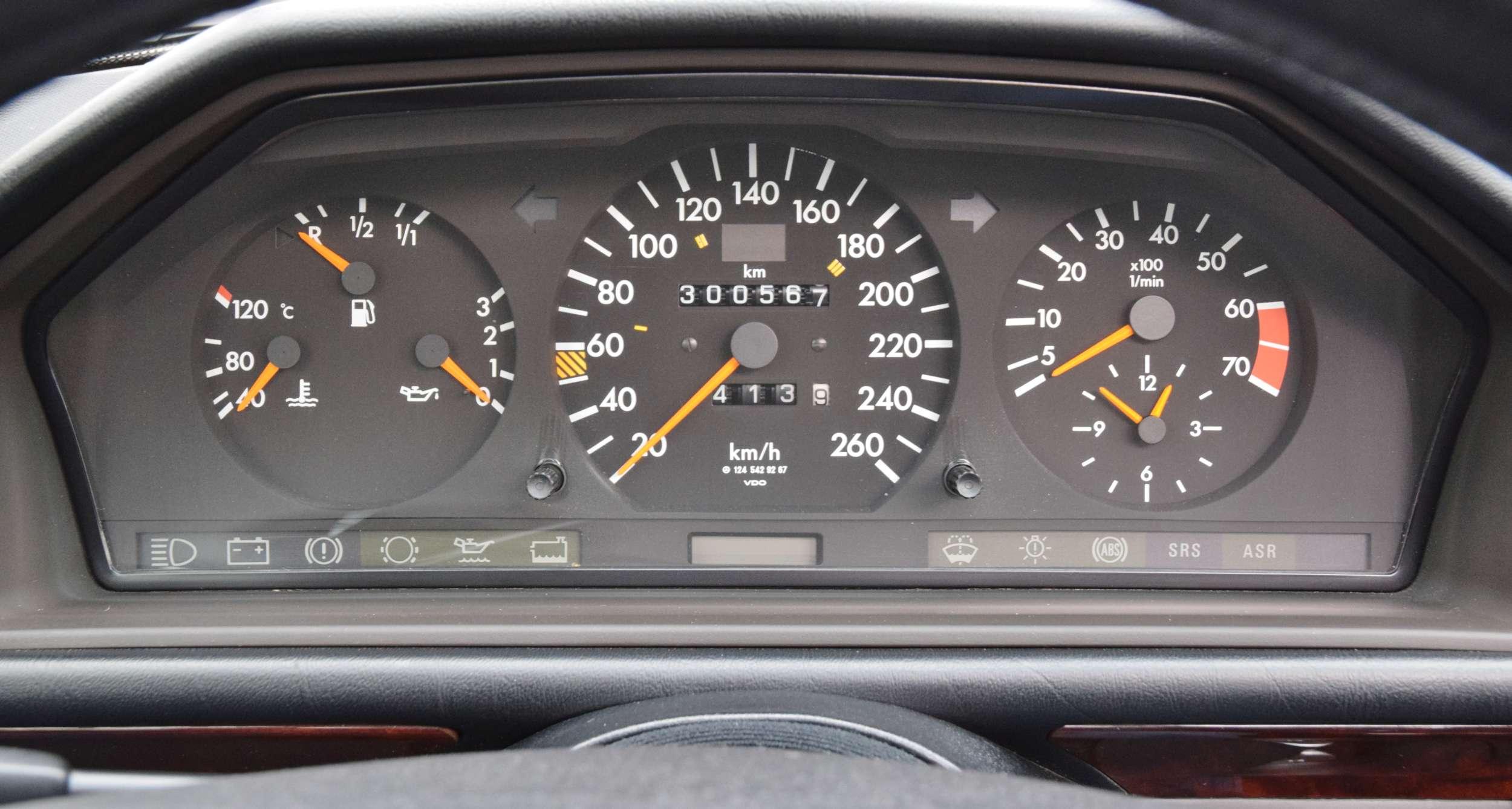 Mercedes E500 28