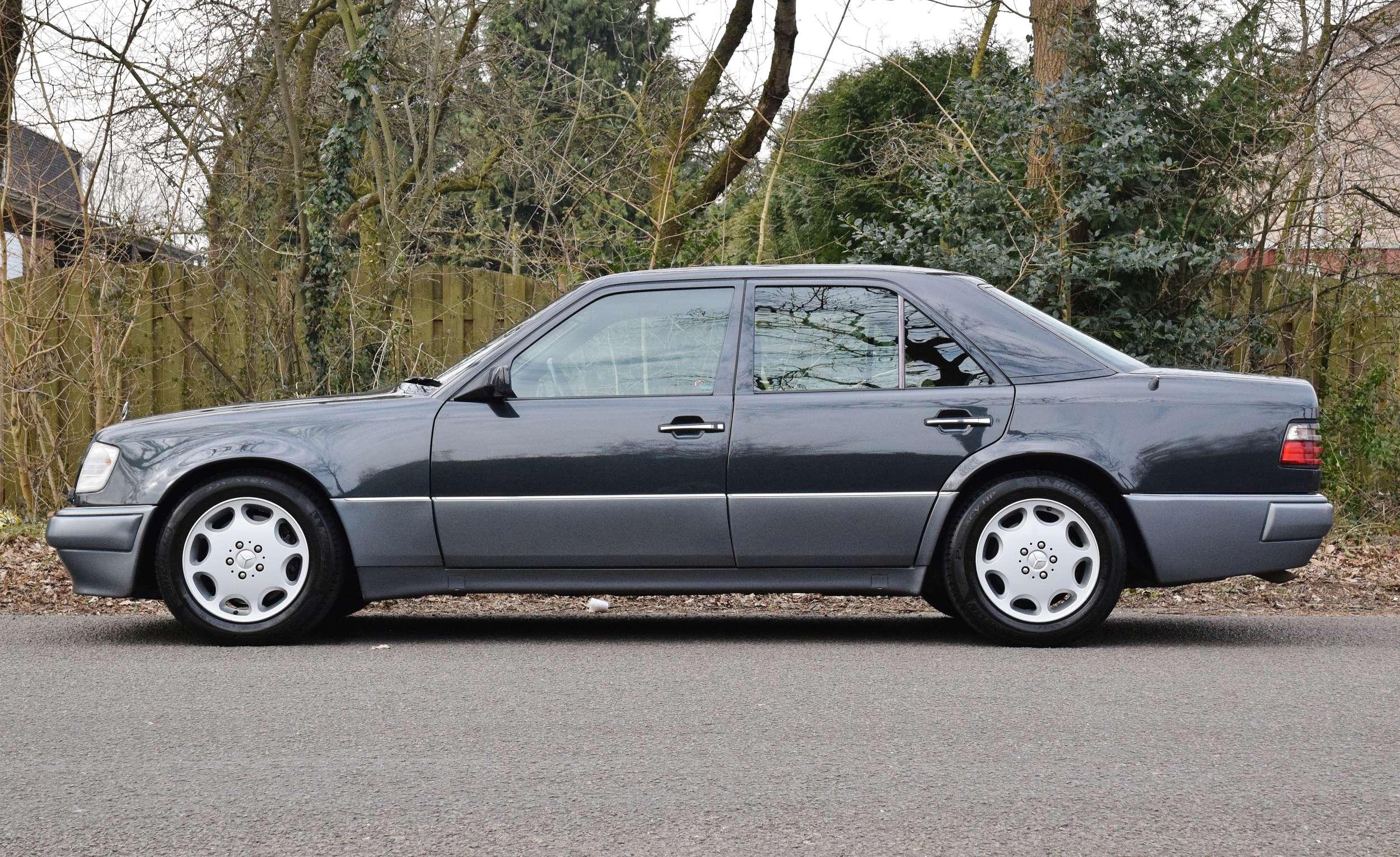 Mercedes E500 54